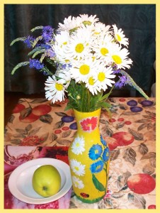 Ромашки в вазе для цветов